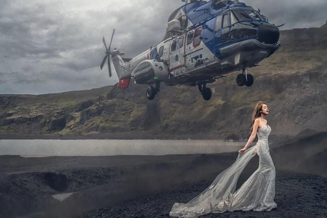 Aeronave pousa perto da noiva