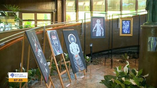 Prefeitura de Caxias do Sul suspende visita de escolas à exposição com imagens de nudez