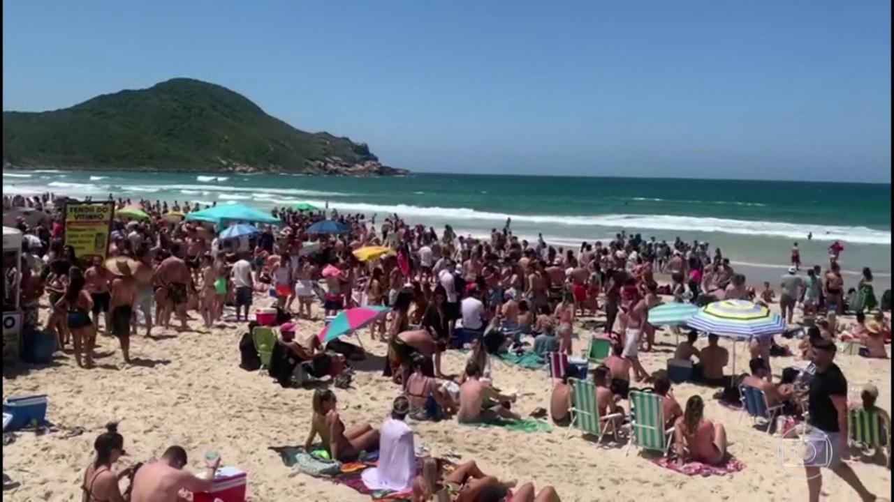 Feriado em Santa Catarina é marcado por praias lotadas e festas com aglomeração
