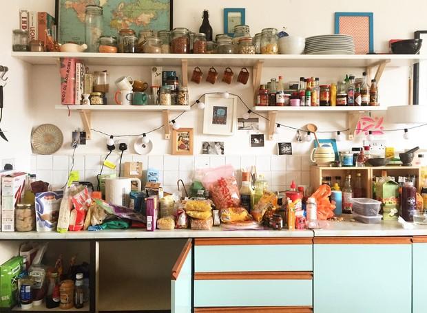 De nada adianta fazer grandes compras mensais se você não vai consumir ou ter espaço para guardar tudo (Foto: Houselogic/ Reprodução)