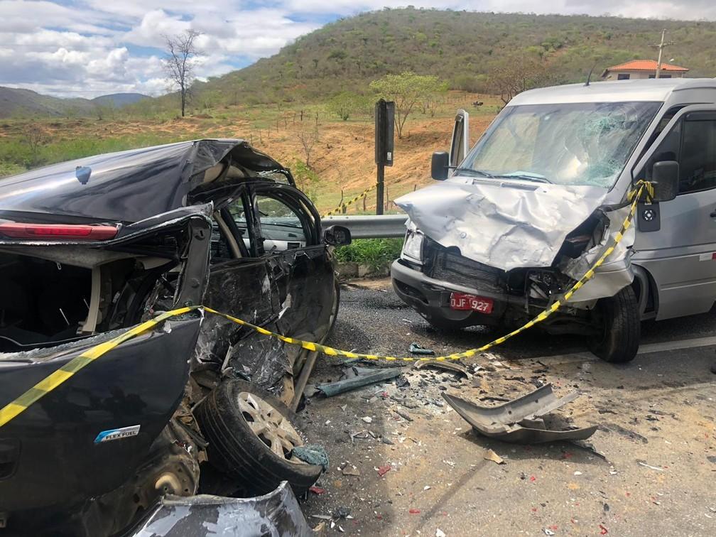 Acidente na BR-116 deixou policial militar e a namorada dele em estado grave — Foto: Divulgação/PRF