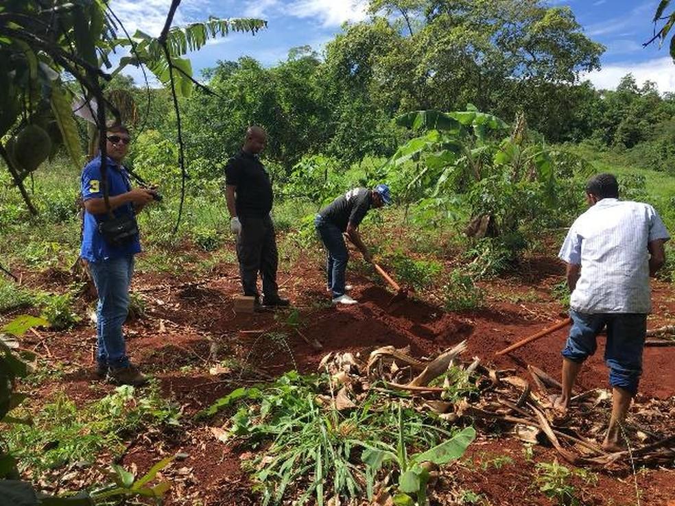 Homem e mulher são encontrados mortos enterrados em cova rasa na BA (Foto: Divulgação/Polícia Civil)