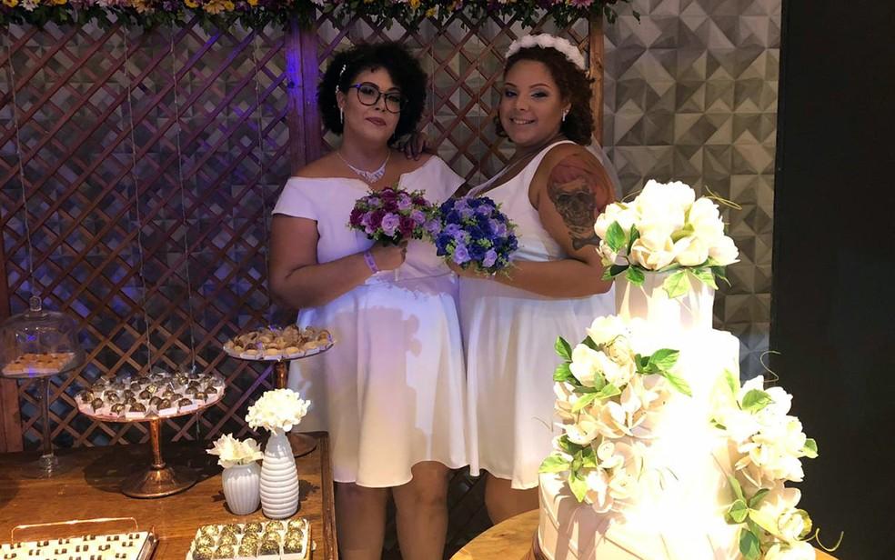 Ana (à esquerda) e Beatriz (à direita) decidiram garantir o direito de casar ainda em 2018, no Recife — Foto: Pedro Alves/G1