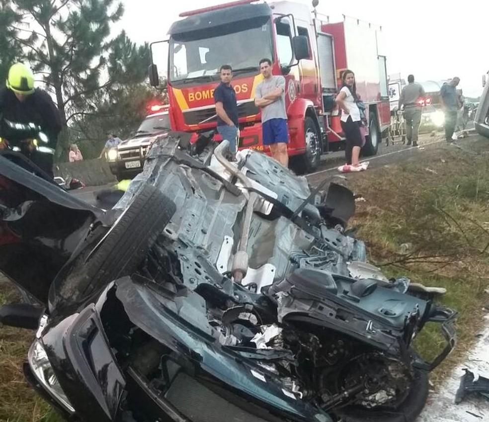 Duas pessoas morreram em acidente na BR-101, em Torres (Foto: PRF/Divulgação)