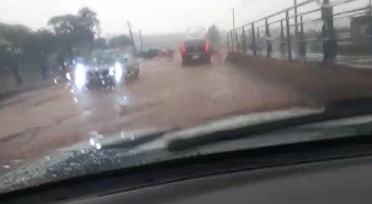Chuva derruba árvores e alaga ruas e casas em Campinas nesta terça; veja previsão do tempo
