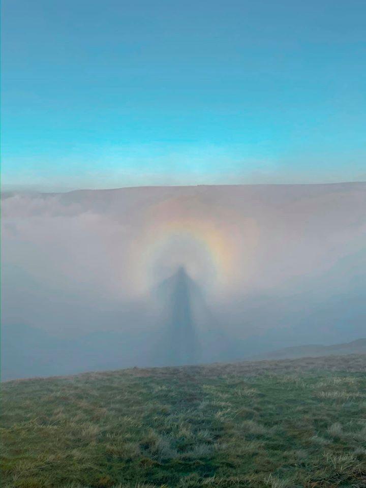 """Espectro de Brocken: fenômeno explica foto de """"anjo no céu"""" que viralizou (Foto: Lee Howdle/Facebook)"""