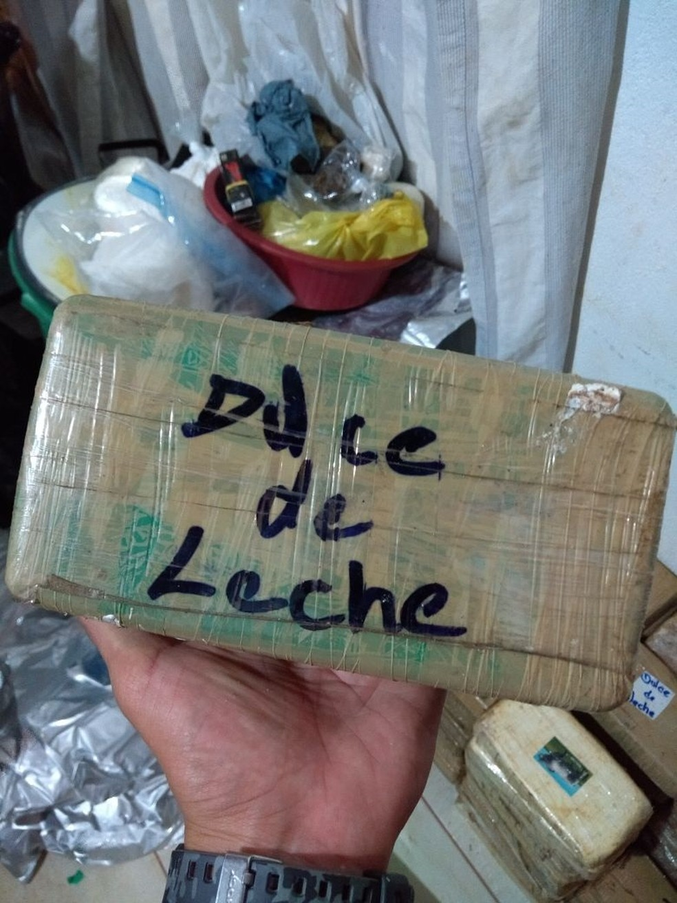 No local foram apreendidos mais de 100 kg de produtos entre entorpecentes e material para o preparo (Foto: Divulgação/Polícia Militar)