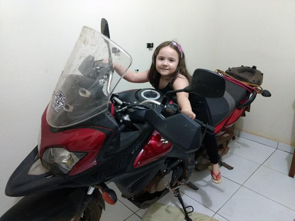 Filha Camila Almeida, de seis anos, está inserida nos planos de viagens  — Foto: Renato Almeida / arquivo pessoal
