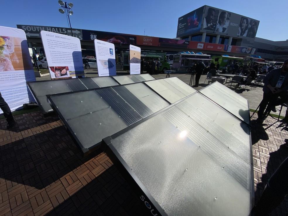 Paineis feitos para extrair água do ar — Foto: Thiago Lavado/G1