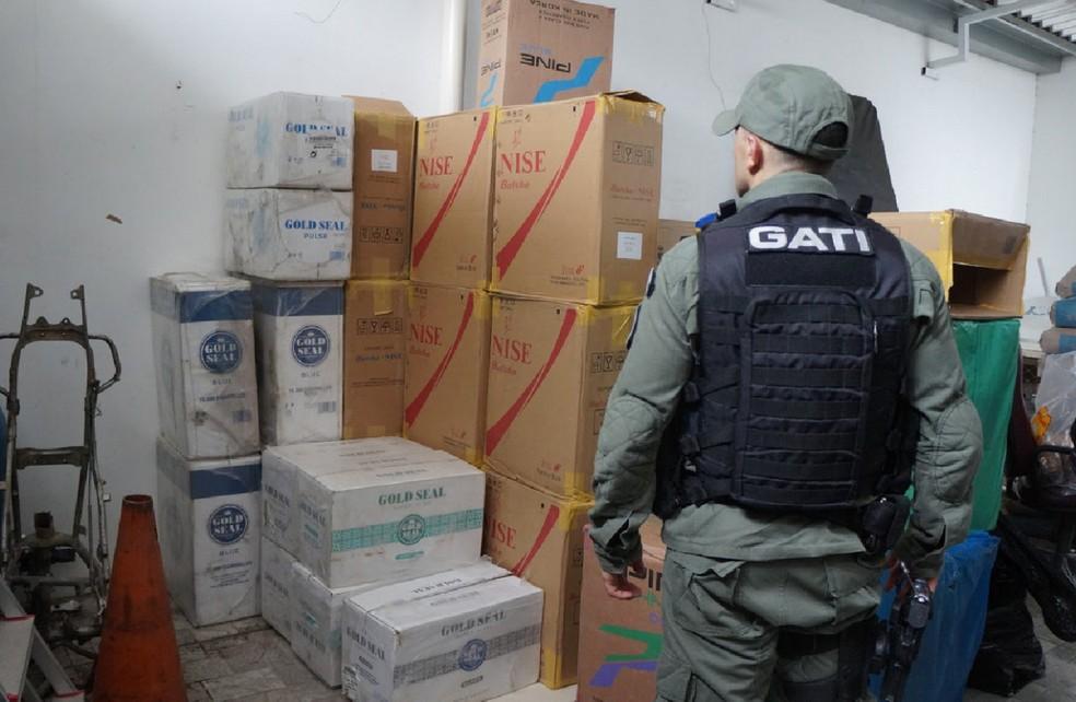 Cigarros contrabandeados foram apreendidos em Caruaru — Foto: Polнcia Federal/Divulgaзгo