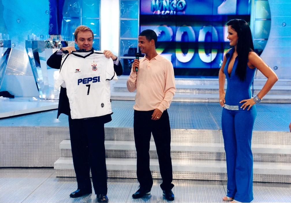 Gugu Liberato com Marcelinho Carioca e Helen Ganzarolli no 'Domingo Legal' — Foto: Moacyr dos Santos/Acervo do SBT