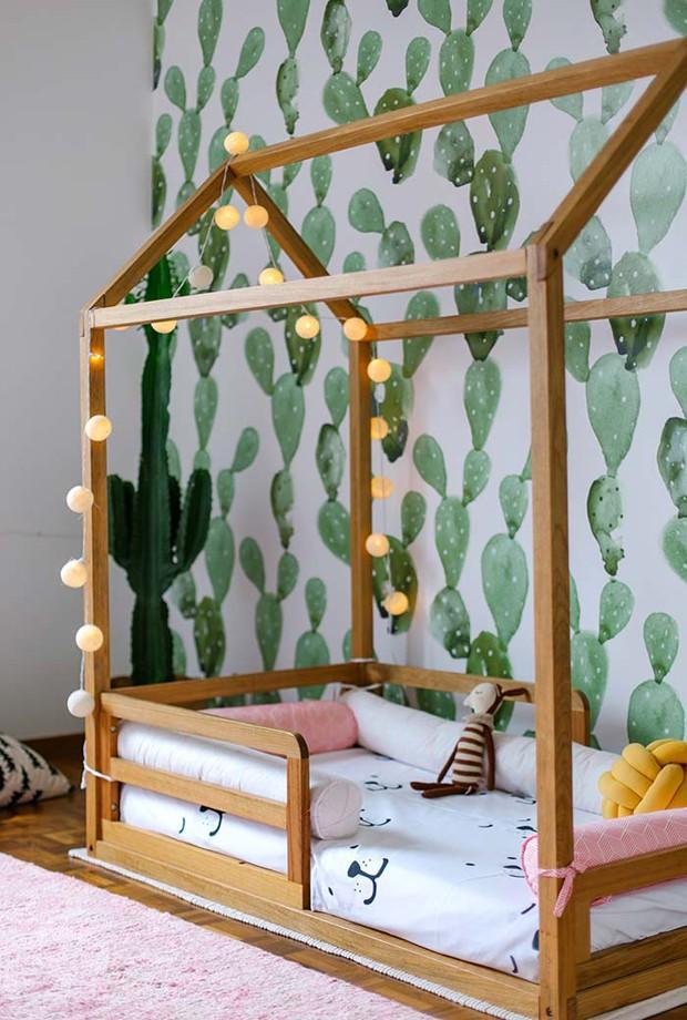 Décor do dia: quarto infantil com cama montessoriana e cactos (Foto: Reprodução)