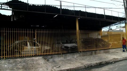 Incêndio atinge concessionária de veículos em Mangabeiras, em Maceió