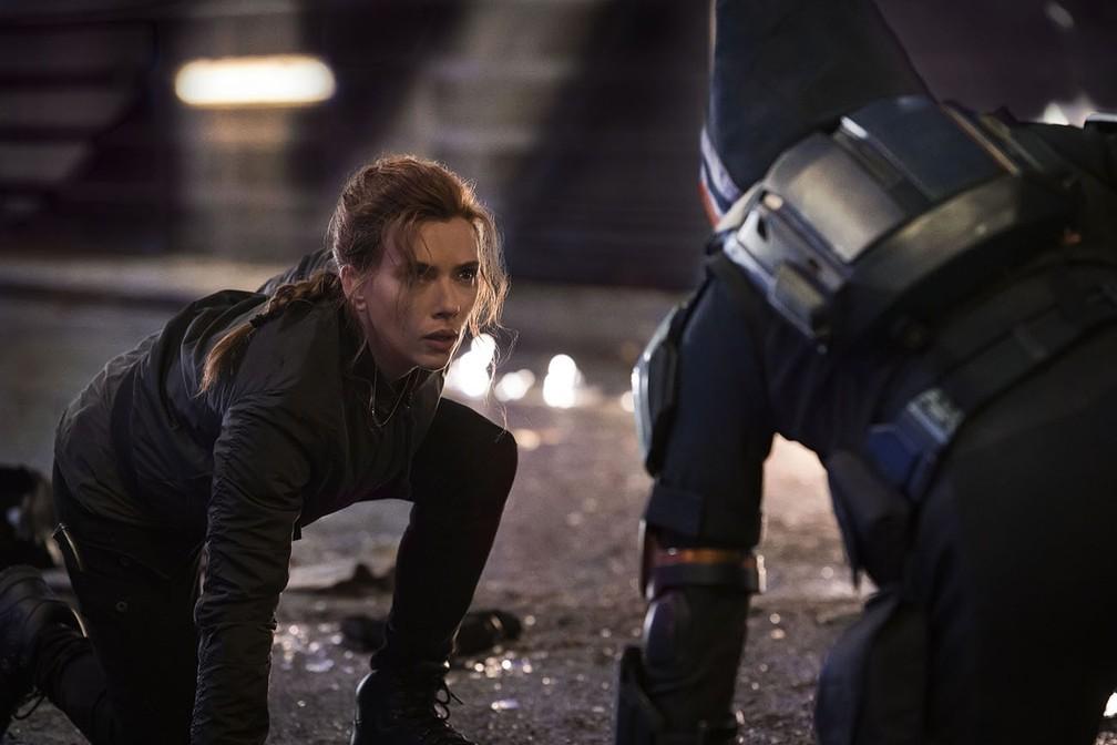 Scarlett Johansson enfrenta o Treinador em cena de 'Viúva Negra' — Foto: Divulgação