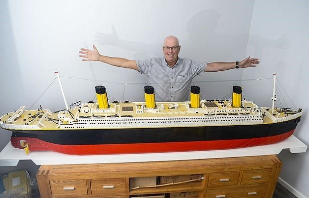 Keith Morton, de 65 anos, e sua réplica do Titanic (Foto: Arquivo pessoal)