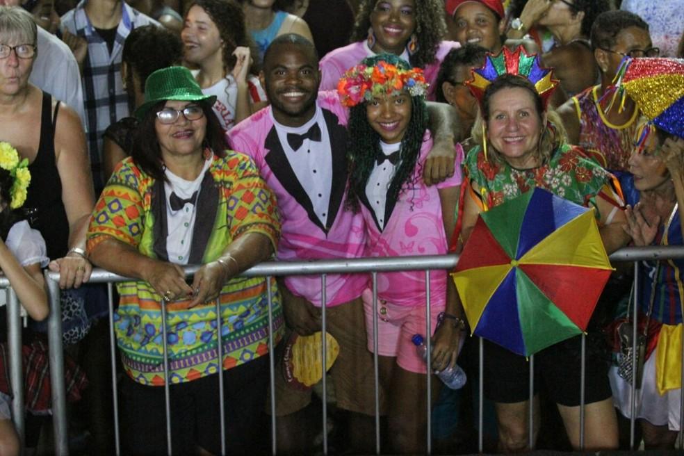 Irmãos André e Maysa Ferreira demonstram amor pelo Homem da Meia-Noite na abertura do carnaval de Olinda em 2018 (Foto: Marlon Costa/Pernambuco Press)