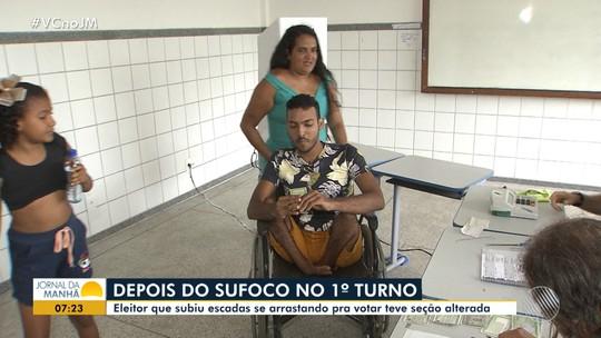 Cadeirante que se arrastou para votar no 1º turno em Salvador é transferido para seção com acessibilidade