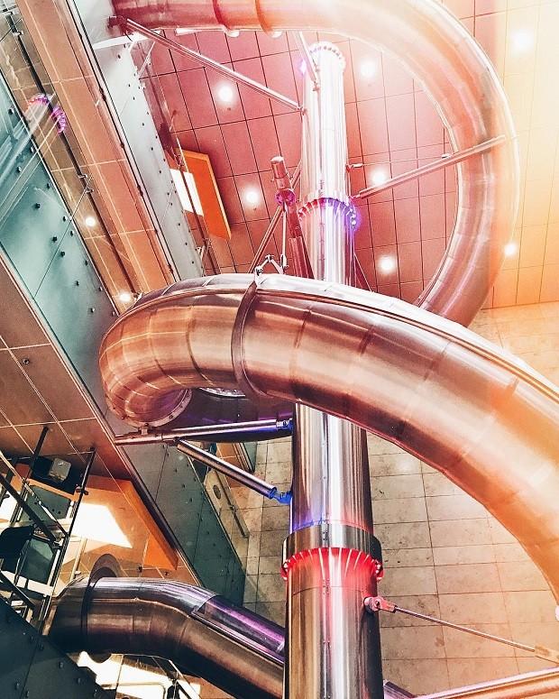 Escorregador de quatro andares, no aeroporto de Cingapura (Foto: Reprodução/Instagram)