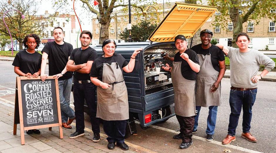 A Change Please contrata moradores de rua para trabalhar em suas lojas e vans (Foto: Divulgação)