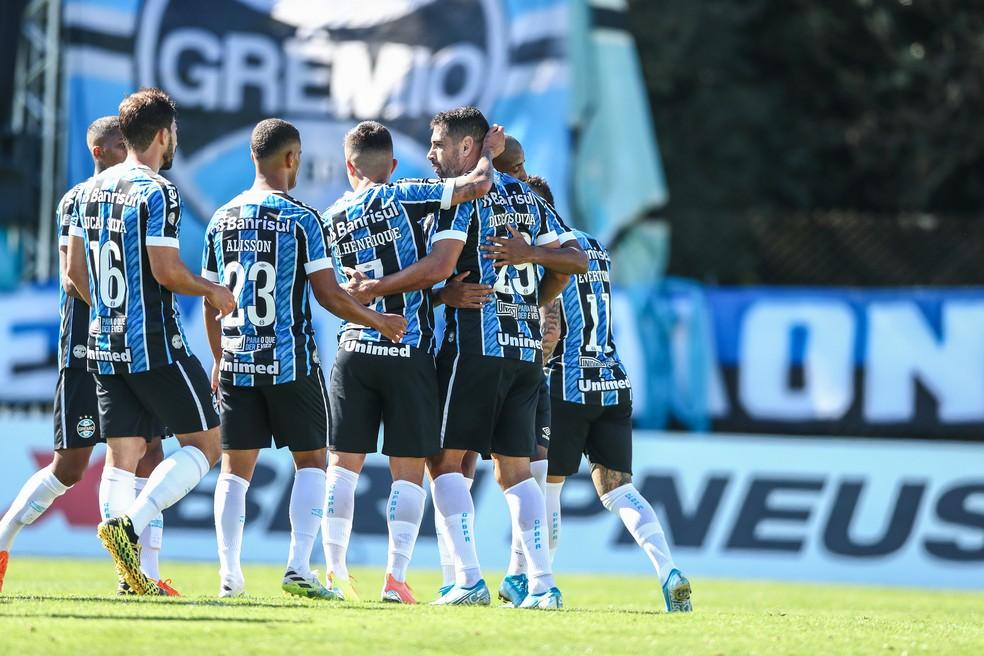 Diego Souza comemora o sexto gol dele com a camisa do Grêmio — Foto: Lucas Uebel / Grêmio FBPA