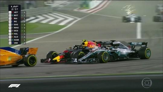 Lewis Hamilton e Max Verstappen trocam acusações após toque no Barein