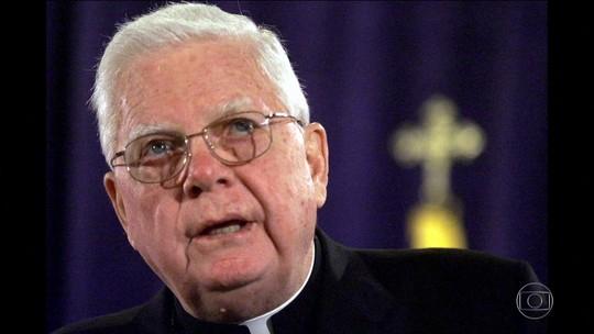 Cardeal que se tornou símbolo dos escândalos sexuais morre em Roma