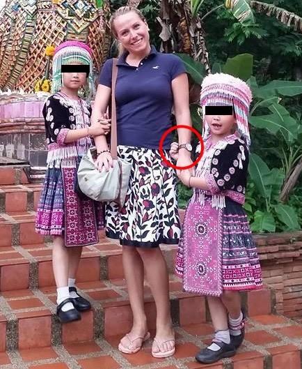 Menina se aproveita para furtar relógio