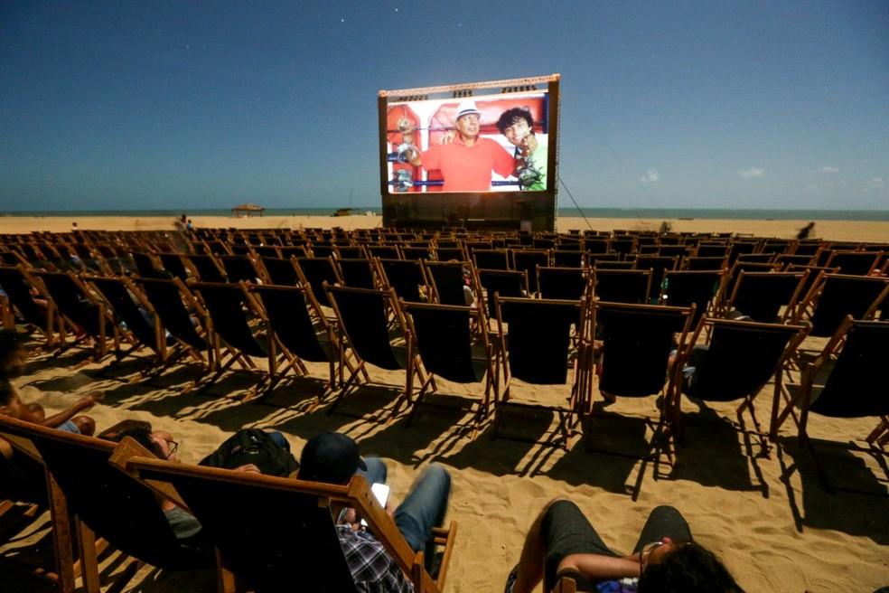 Exibições da Mostra de Cinema de Gostoso acontecem na Praia do Maceió, a céu aberto, em São Miguel do Gostoso, RN — Foto: Rogério Vital