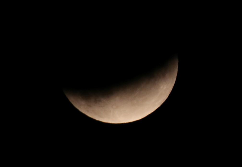 Eclipse pôde ser visto no céu da Inglaterra — Foto: Peter Cziborra/Reuters