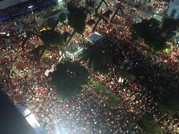 Praça do Ferreira durante ato a favor de Dilma e Lula (Foto: Gecíola Fonseca/Arquivo Pessoal)