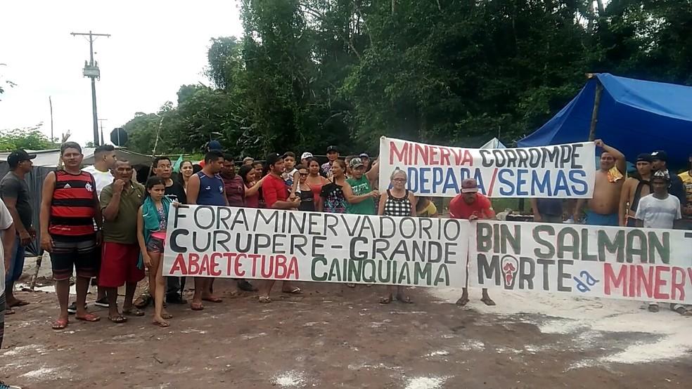 Manifestantes apontam irregularidades na atuação de empresa no Pará. — Foto: Reprodução