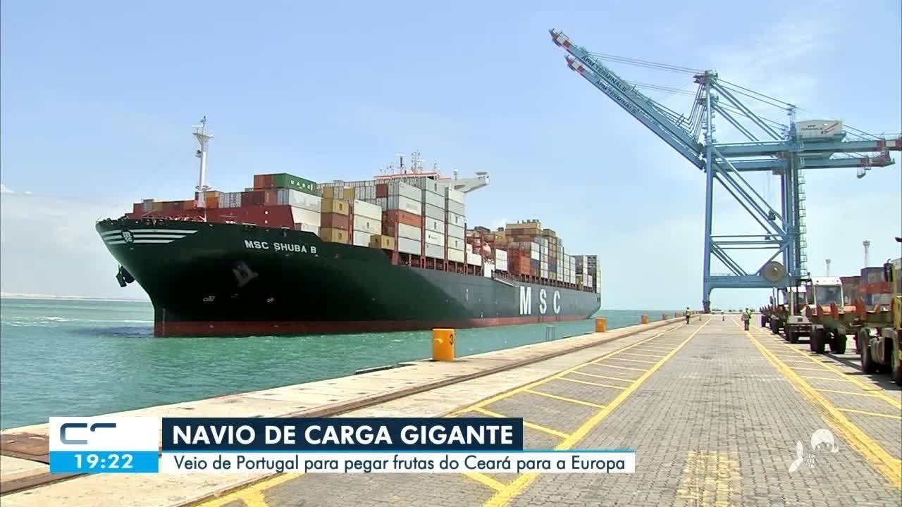 Ceará recebe navio com 330 metros