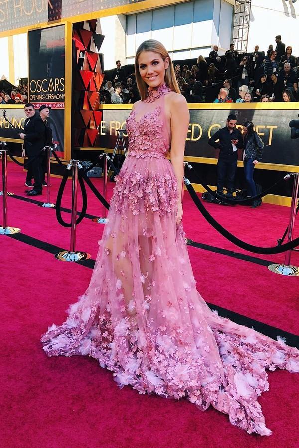 A bela Viviane Geppert usa vestido rosa da estilista Irene Luft; as joias são by Sévigné Munich  (Foto: Instagram/Reprodução)