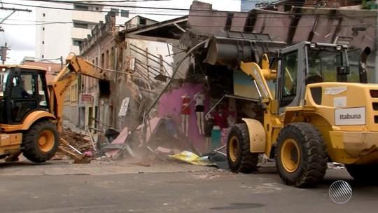 Laje de estabelecimento comercial desaba e deixa feridos em cidade do sul da Bahia