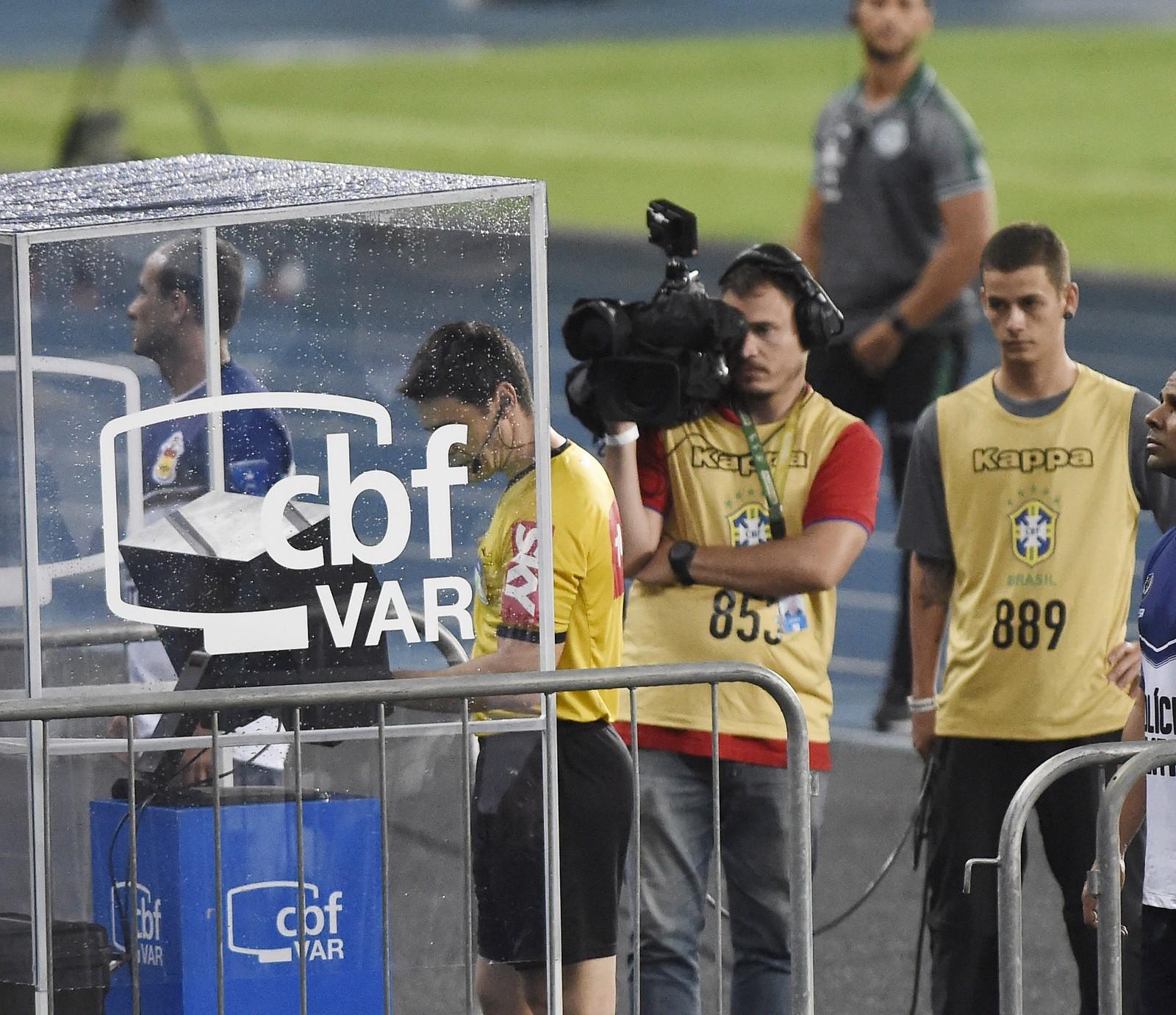 VAR continua causando polêmicas no Campeonato Brasileiro