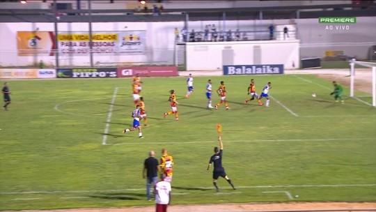 """Após empate, Guto Ferreira reclama do gramado e afirma: """"Faltou o gol"""""""