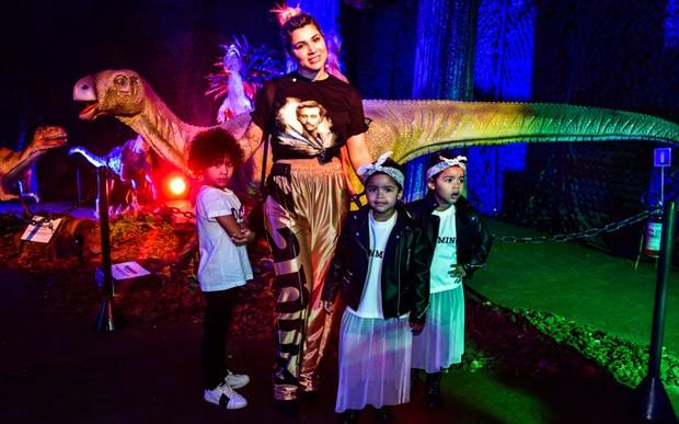 Dani Souza, Dentinho e os filhos, Bruno Lucas, e as gêmeas Rafaella e Sophia (Foto: Leo Franco/AgNews)