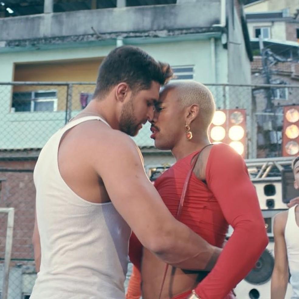 """Nego do Borel e Jonathan Dobal em clipe de """"Me Solta"""" (Foto: Reprodução/Instagram)"""