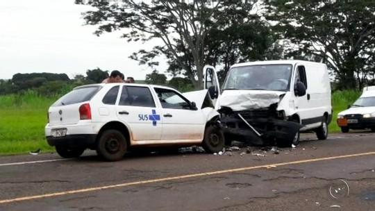 Motorista morre e duas pessoas ficam feridas em acidente