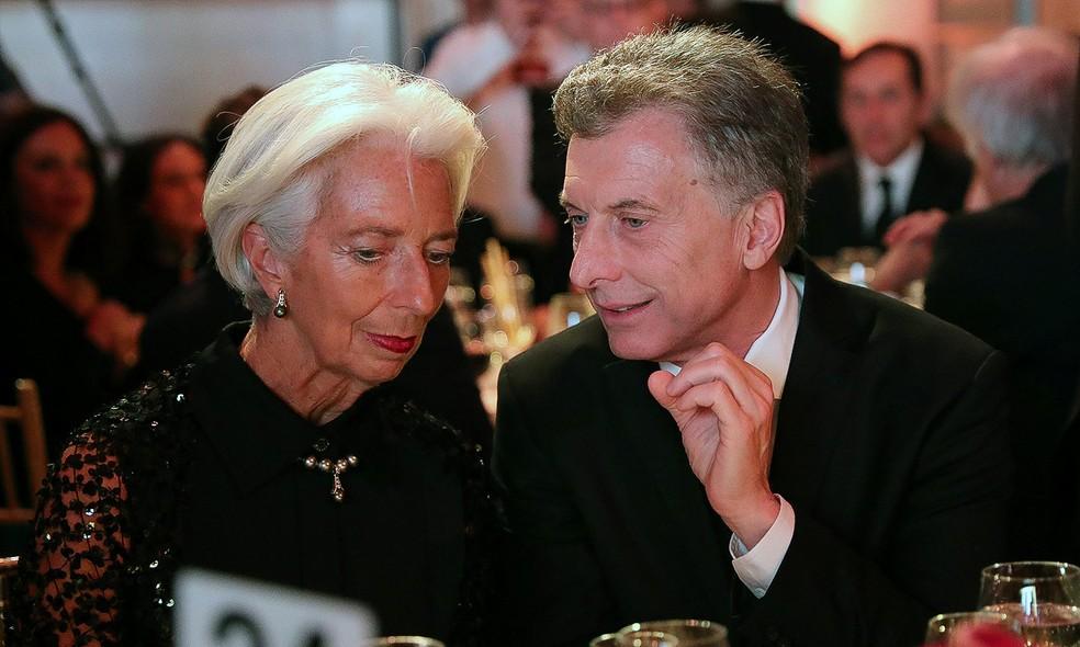 Presidente da Argentina, Maurício Macri, e diretora geral do FMI, Christine Lagarde, durante jantar em Nova York. — Foto: Argentine Presidency/Handout via Reuters