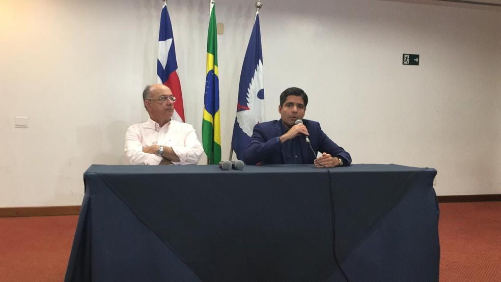 Prefeito de Salvador e presidente nacional do DEM, ACM Neto, ao lado de José Ronaldo  â?? Foto: Alan Tiago Alves/G1