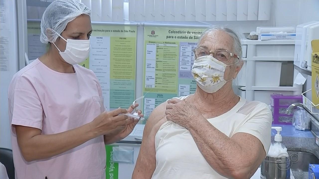 Bauru começa a aplicar segunda dose da vacina contra Covid em idosos a partir de 75 anos