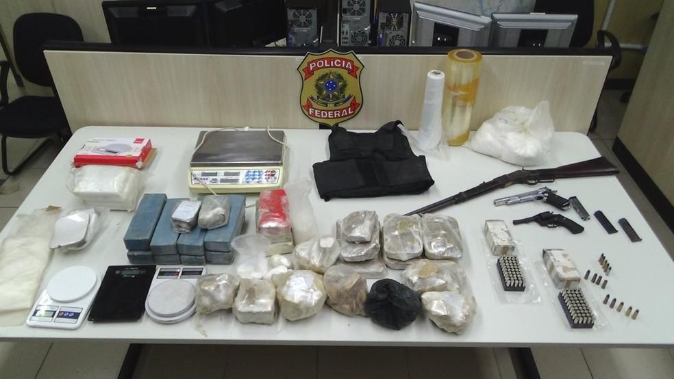 Drogas e armas foram apreendidas na zona rural da Grande Natal (Foto: PF/Divulgação)