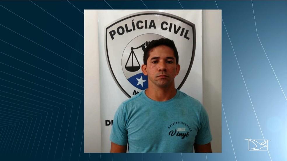 Alécio Xavier Dias usava um veículo particular para transportar cerca de 22 alunos para as escolas do município.  — Foto: Reprodução/ TV Mirante