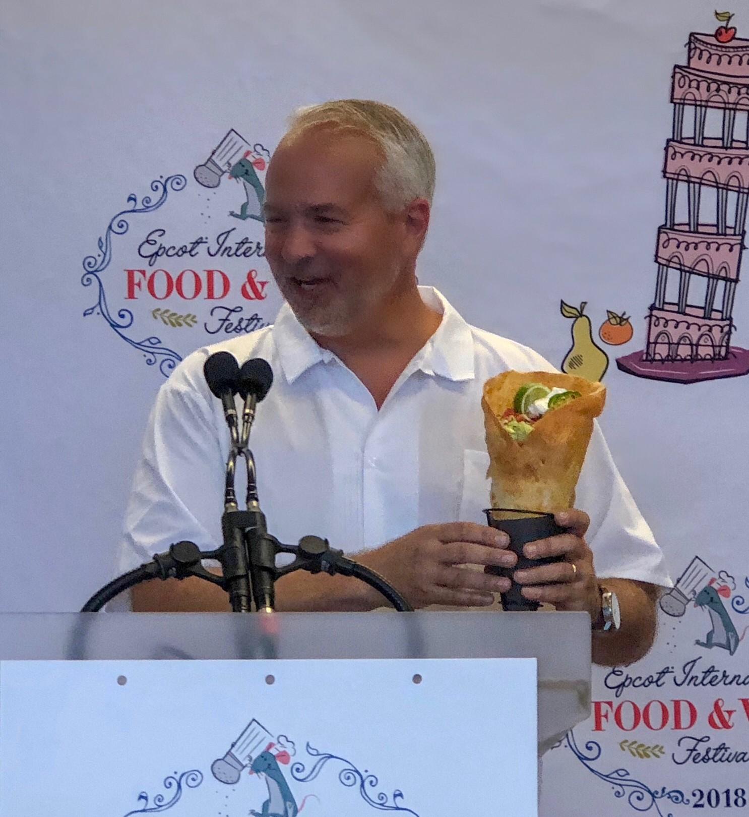 John Rivers apresentando sua criação no Epcot International Food & Wine Festival 2018