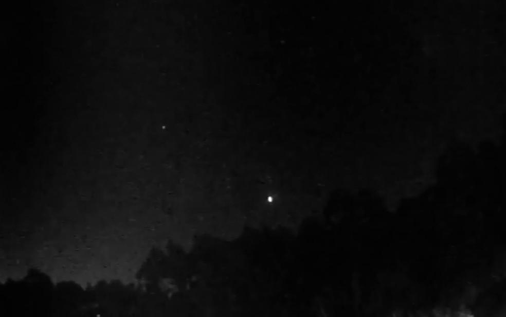 Registro de passagem de meteoro foi feito pelo Observatório de Campinas (Foto: Reprodução / EPTV)