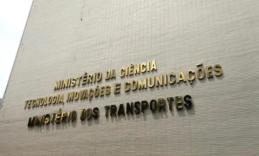 Nova fachada do prédio onde passarão a funcionar os ministérios da Ciência e Tecnologia e dos Transportes — Foto: Aline Ramos/G1