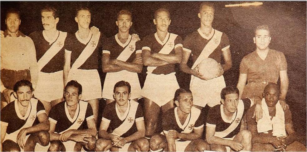 Barbosa (primeiro à esquerda) com o time do Vasco que venceu o Sul-Americano de 1948 — Foto: Centro de Memória Vasco da Gama