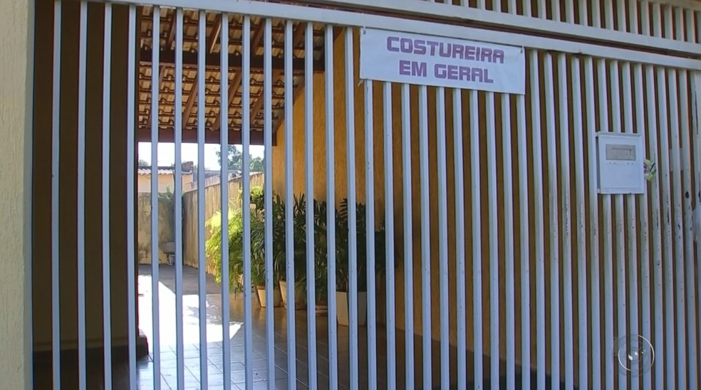 Casa onde o crime aconteceu em Araçatuba; vítimas chegaram a ser socorridas, mas não resistiram (Foto: Reprodução/TV TEM)