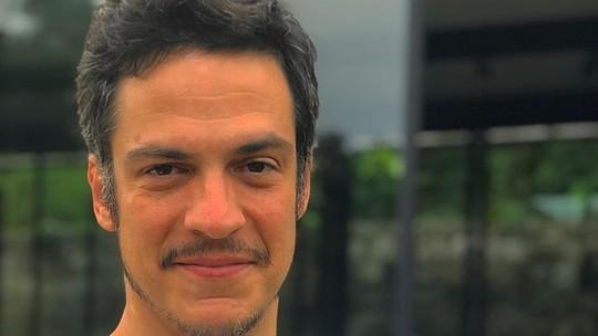 Mateus Solano sobre parceria com a mulher na quarentena: 'Quando um está embaixo, o outro puxa para cima e vice-versa'